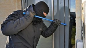 Read more about the article Home security cameras can tell burglars when you're not in